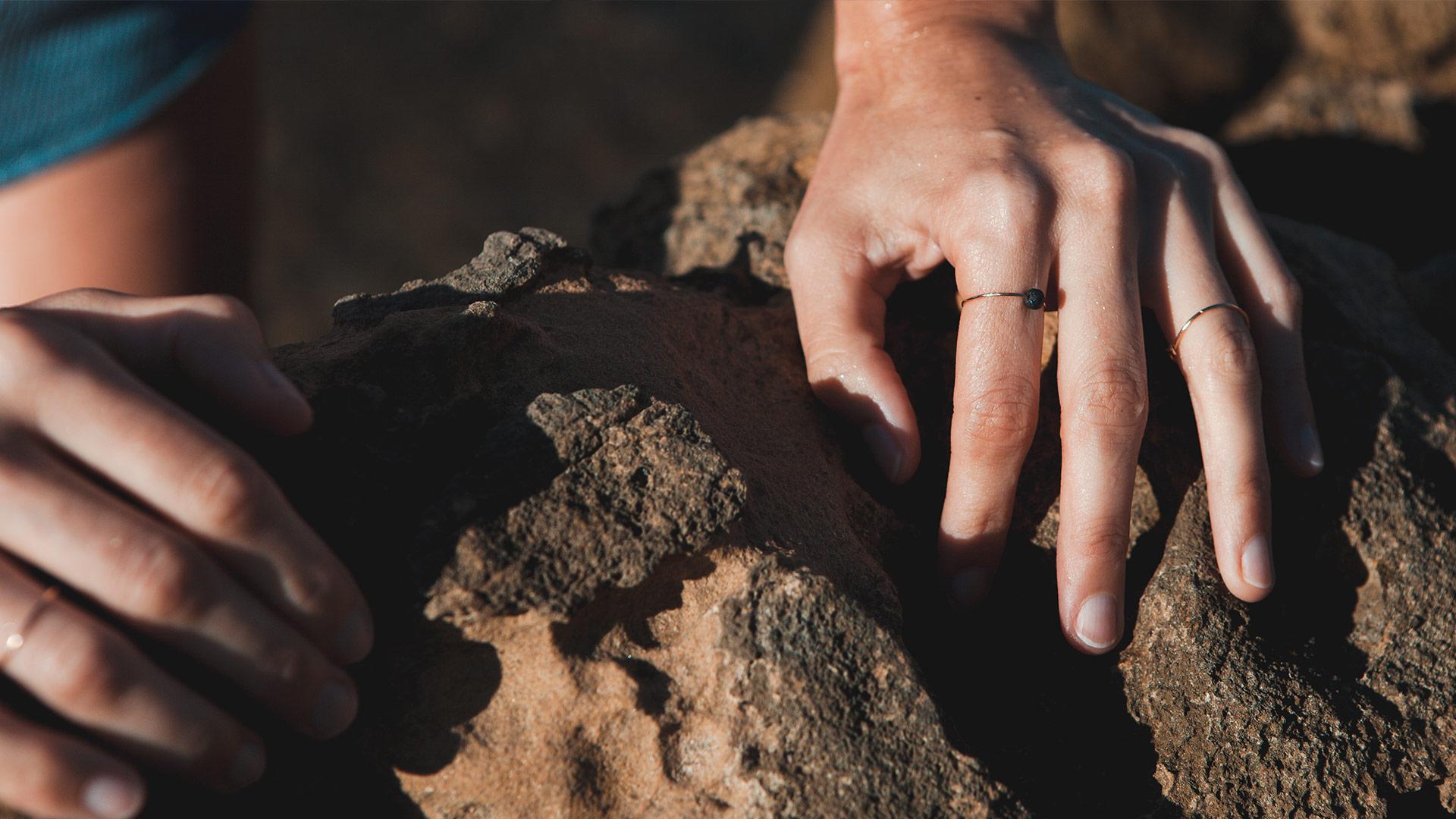 Anillo piedra de lava en Oro 18k